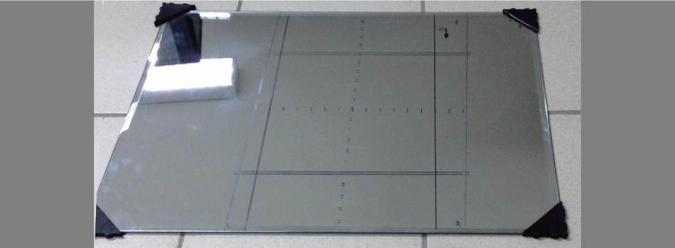 Specchio piatto di riferimento con la scala per la calibrazione. (Foto: AILUN)